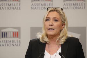 Photo de Marine Le Pen prise le 3 mars 2020 lors d'une conférence de presse sur le prochain vote de défiance suite à l'utilisation par le gouvernement de l'article 49.3 de la Constitution le 3 mars 2020.