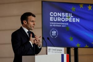Emmanuel Macron lors d'une conférence de presse à l'issue d'un sommet du Conseil européen organisé par vidéoconférence, le 25 février 2021, à l'Elysée à Paris.