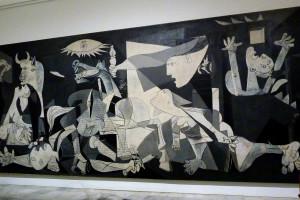 """Le tableau """"Guernica"""" de Pablo Picasso au Musée de la reine Sofia de Madrid"""