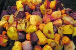Poêlée de légumes racines (beterave, navet, rutabaga, carotte et oignon).
