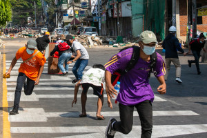 Des manifestants dans les rues de Rangoon, le 28 février 2021