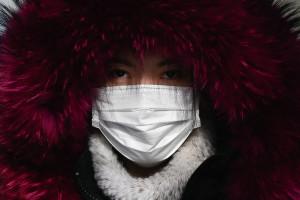 Une femme porte un masque à Pékin (illustration)