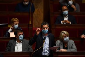 Le député du parti d'opposition de gauche La France Insoumise François Ruffin s'exprime lors d'une séance de questions au gouvernement à l'Assemblée nationale à Paris le 12 janvier 2021.