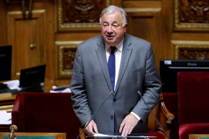 Photo de Gérard Larcher, le président du Sénat, prononçant un discours après sa réélection le 1er octobre 2020 au Sénat à Paris.