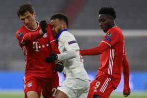 Neymar entre Thomas Müller et Anthonio Davies le 7 avril 2021 à Munich