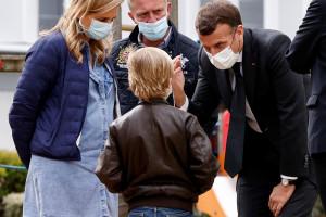 Emmanuel Macron en déplacement à Reims le 14 avril 2021