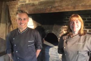 Alexandre et Léa, un jeune couple à la tête de leur propre boulangerie en Normandie.