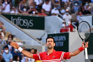 Novak Djokovic vainqueur du Roland-Garros en battant le grec Sstefanos Tsitsipas en finale le 13 juin 2021.