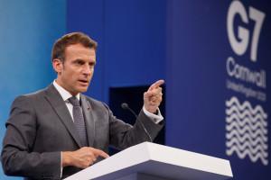 Le président français Emmanuel Macron participe à une conférence de presse, le dernier jour du sommet du G7 à Carbis Bay, en Cornouailles, le 13 juin 2021.