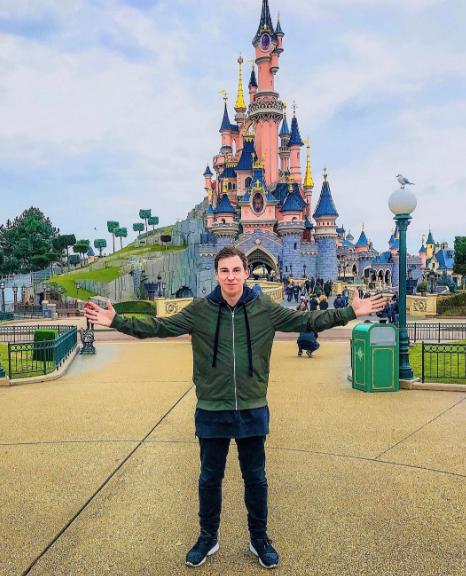 Hardwell a profité de sa semaine pour faire un tour à Disneyland Paris