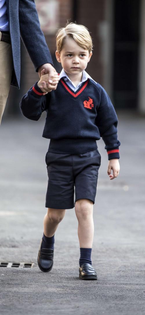 Le prince George arrive pour sa première rentrée