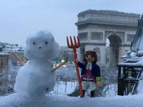 L'Arc de Triomphe (Paris) sous la neige le 7 février 2018.