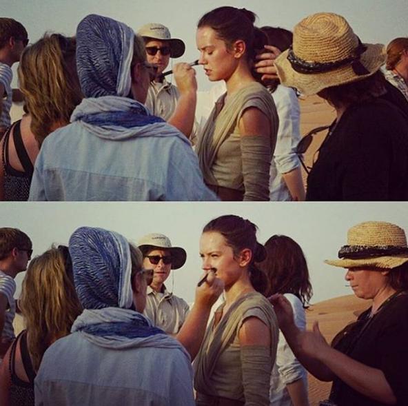 """Durant le tournage de """"Star Wars 7"""" en plein désert de Jakku"""