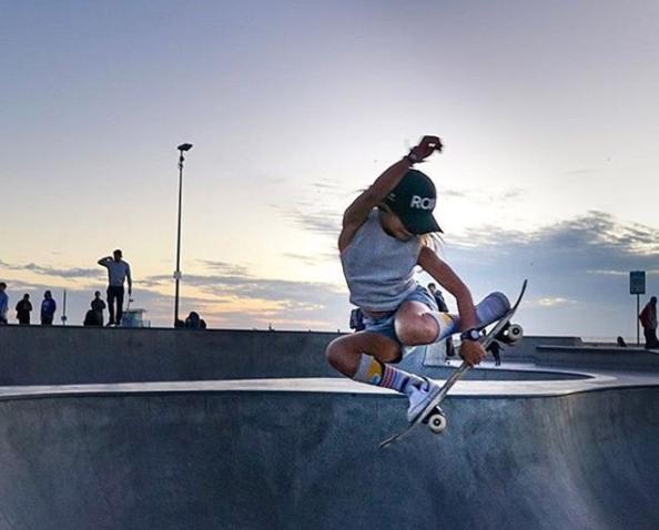Sky Borwn a 9 ans, elle est japonaise, et déjà skateuse professionnelle