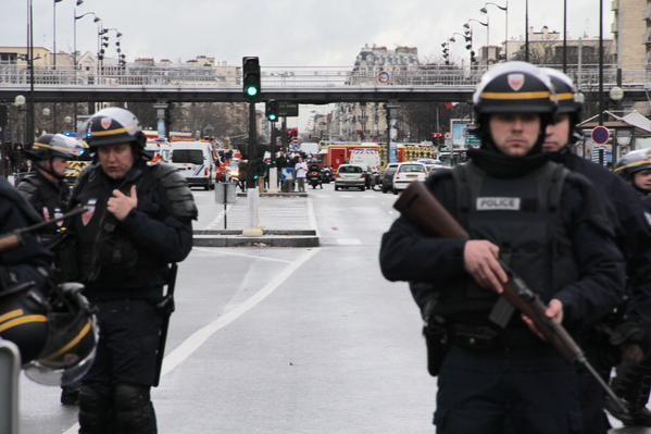 Les policiers prêts à intervenir Porte de Vincennes
