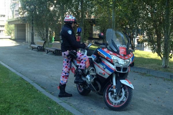Avec la moto, ça commence à faire beaucoup de couleurs