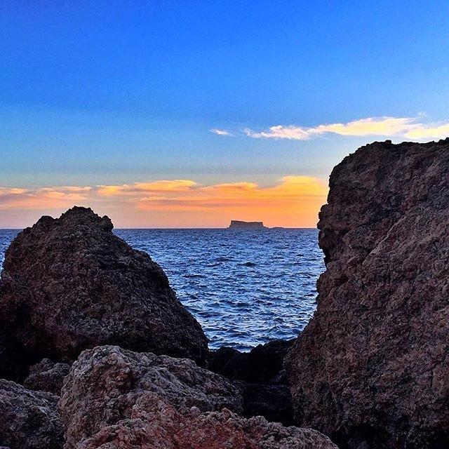 Coucher de soleil sur une île au large de Malte