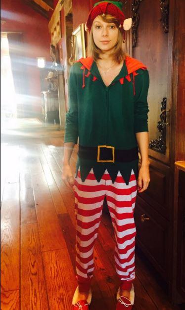 7 - Taylor Swift a posé en elfe pour Noël