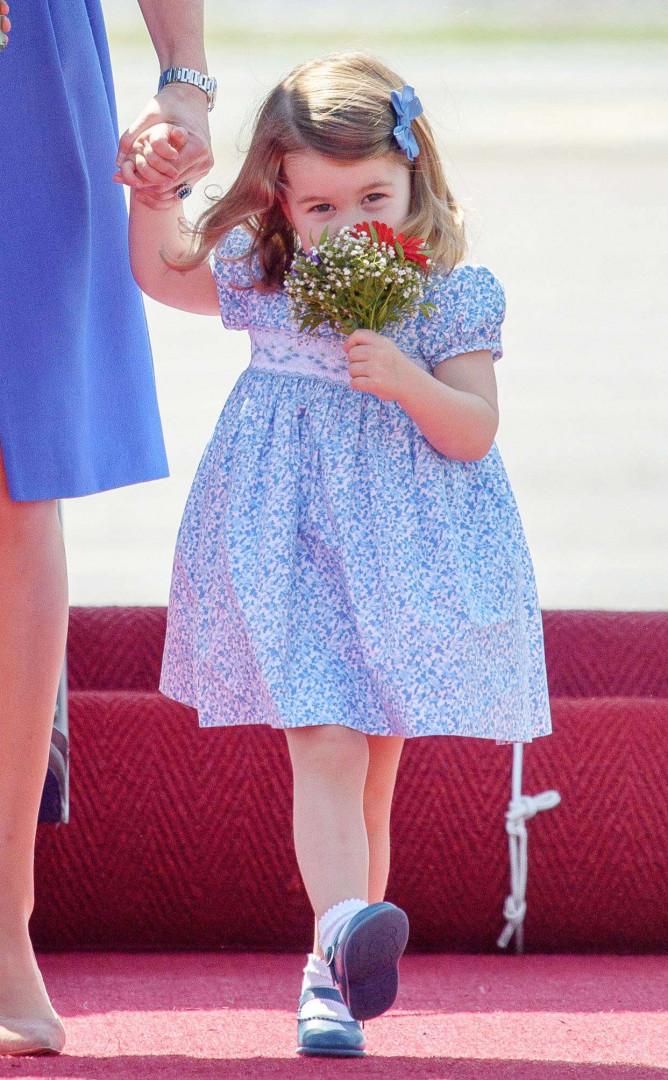 La princesse Charlotte a eu droit à un bouquet à sa taille à son arrivée à Berlin