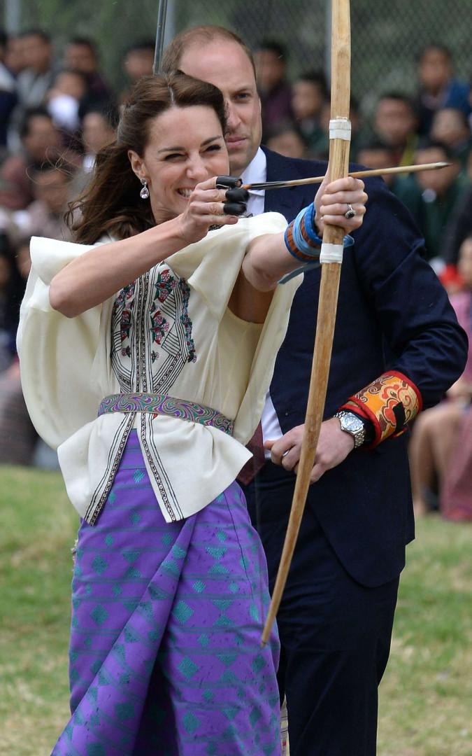 Kate Middleton s'essaie au tir à l'arc, le sport national au Bhoutan