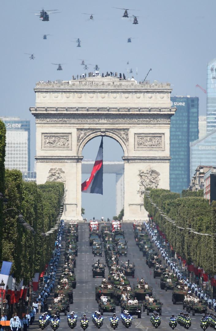 Le spectacle dans les airs comme sur la terre ferme, samedi 14 juillet 2018 à Paris