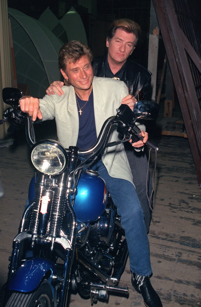 14 juin 1989 : avec Eddy Mitchell sur une Harley Davidson qui lui a été offerte pour son 46e anniversaire