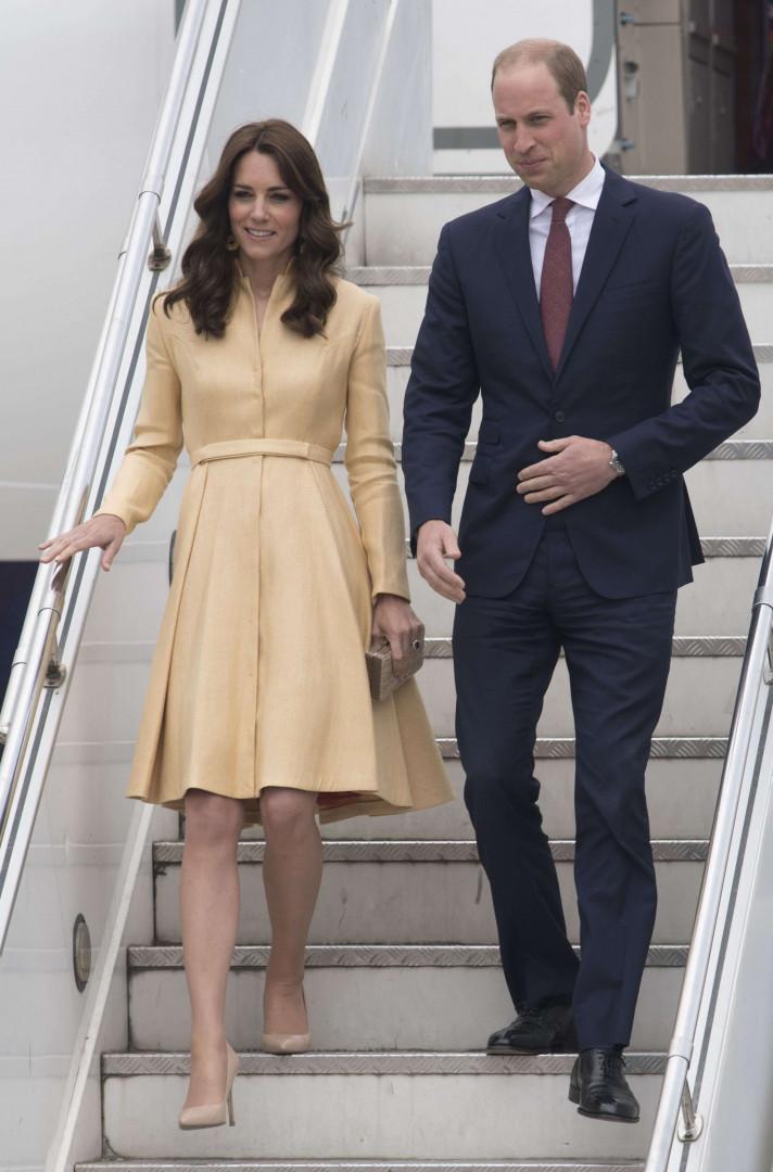 Kate Middleton et le prince William à leur descente de l'avion