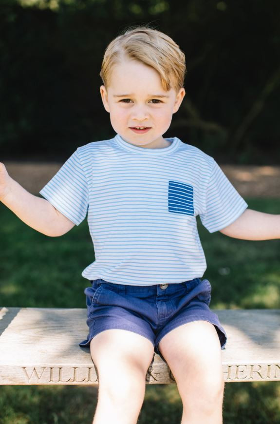 Le regard perçant du prince George pour ses trois ans