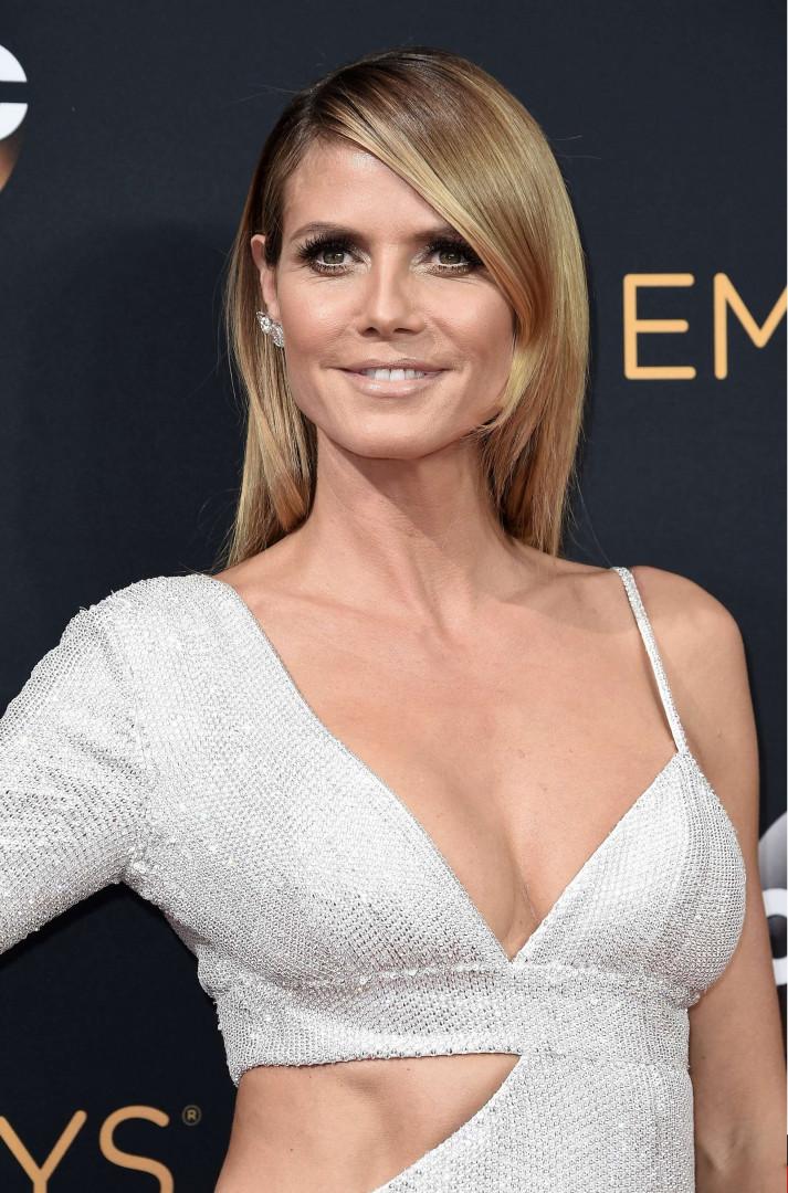 Heidi Klum en robe asymétrique