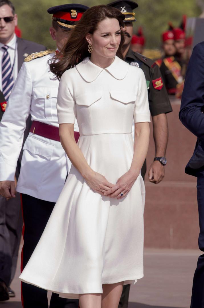 Kate Middleton porte une robe Emilia Wickstead à 2.000 euros lors de son voyage à Mumbai en Inde
