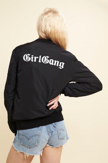 Rad a sorti une collection capsule avec une veste floquée Girl Gang à l'arrière (59 euros)