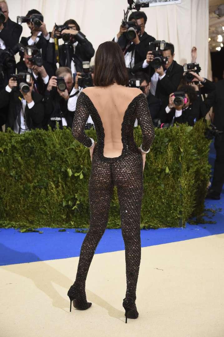 Le tenue très osée de Bella Hadid