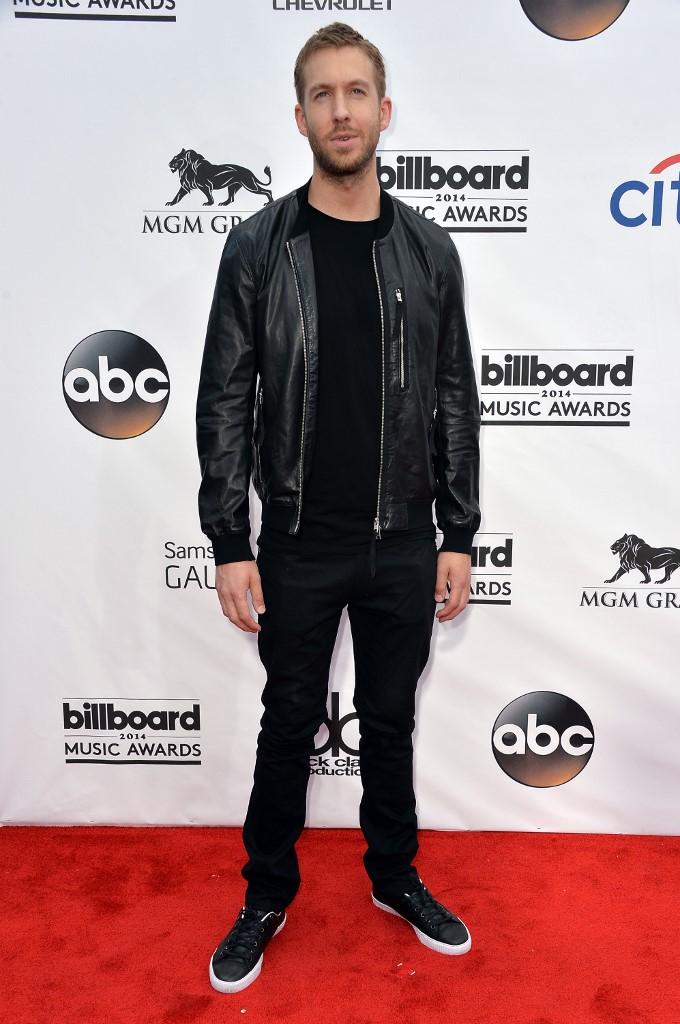 Calvin Harris sur le tapis rouge des Bilboard Music Awards en 2014.