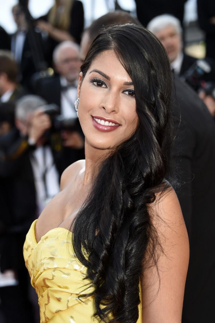 La présentatrice Ayem Nour s'est offerte un tour sur le tapis rouge de Cannes le 18 mai