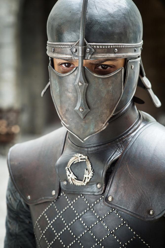Ver gris prêt à attaquer Castral Roc, la demeure des Lannister