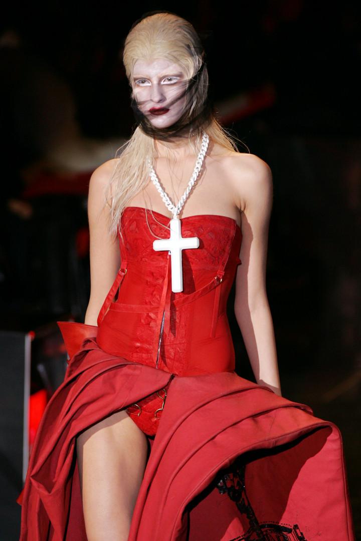 Quand Dior s'amuse avec les signes religieux