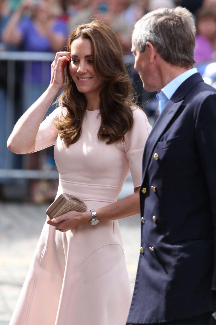 Kate Middleton portait une robe de la marque Lela Rose