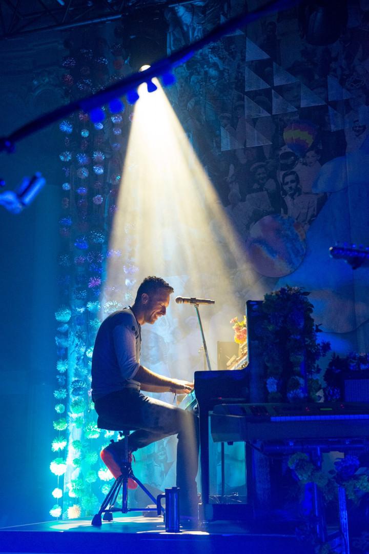 Chris Martin au clavier à Paris le 9 décembre