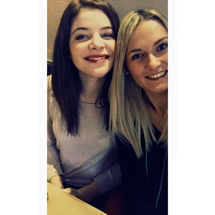 Emma Bourroux Miss Limousin 205 (à gauche) avec Léa Froidefond, Miss Limousin 2014 (à droite)