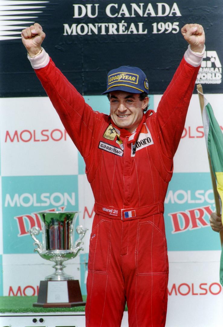 Jean Alesi célèbre sa victoire au GP de Montréal en 1995.