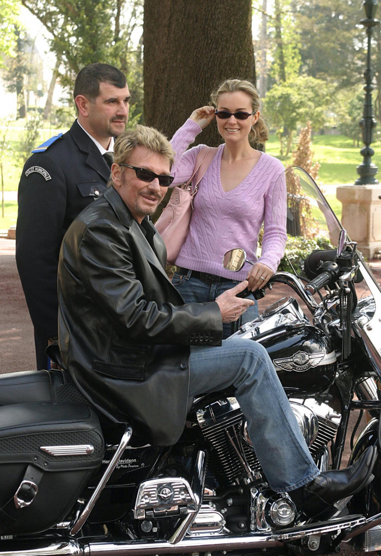 9 avril 2004 à Cognac : Johnny fait partie du jury du festival du film policier de Cognac