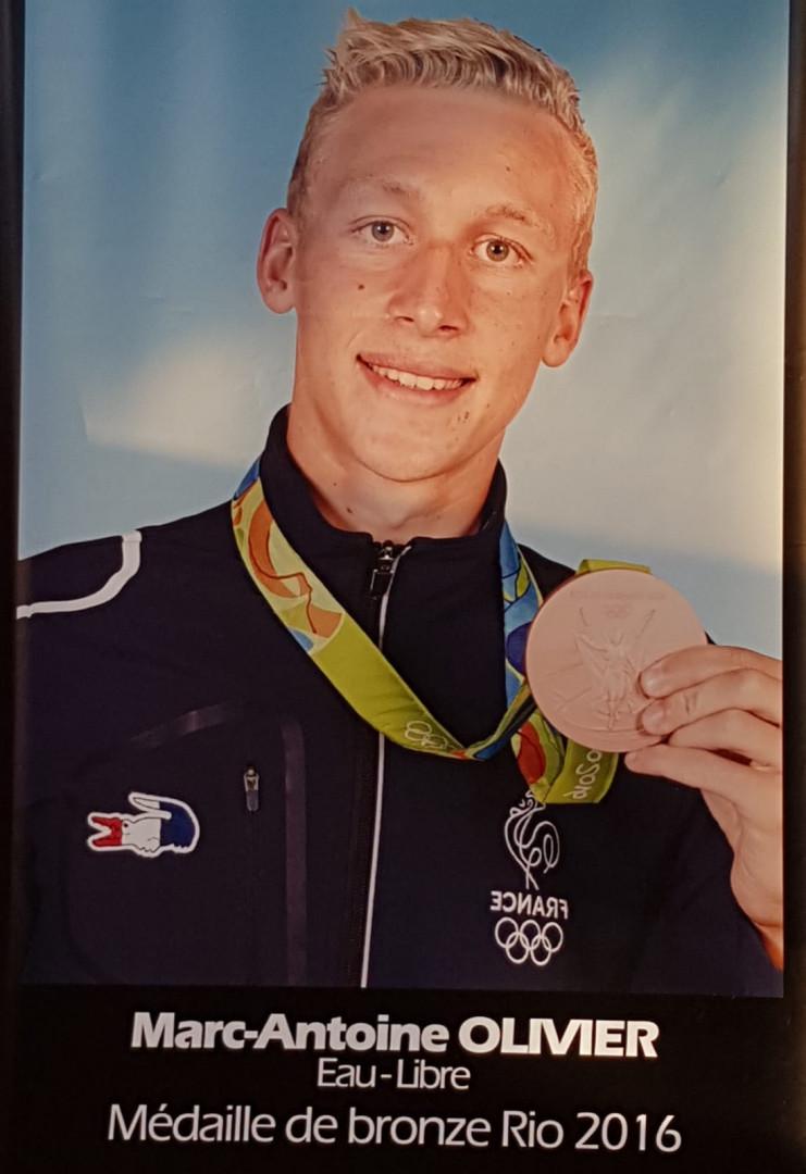 Marc-Antoine Olivier avec sa médaille de bronze des JO de Rio (10 km en eau libre)