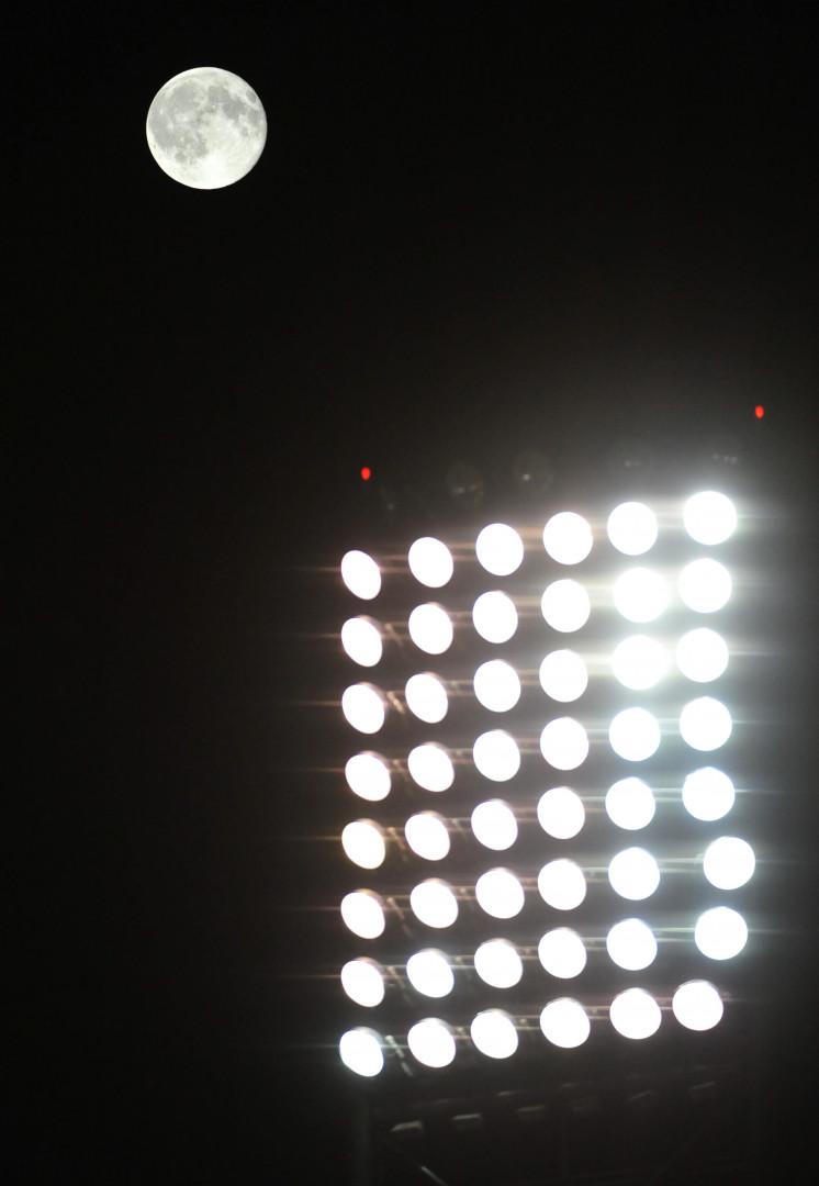 """La """"lune bleue"""" a veillé sur le match entre les Chicago White Sox et les New York Yankees"""