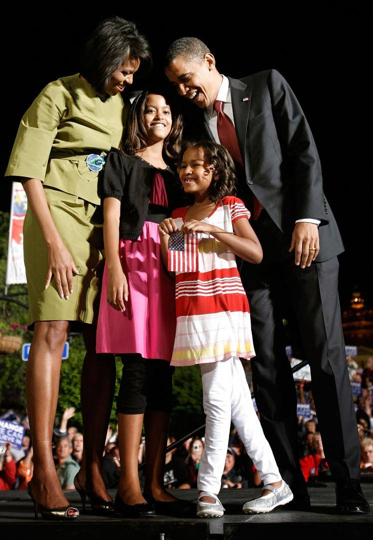 Lors de la première campagne présidentielle de leur père en 2007, Malia et Sasha n'hésitent pas à prendre la pose devant les objectifs.