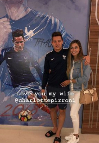 Florian Thauvin et sa petite-amie à l'hôtel des bleus en Russie ce mercredi 27 juin 2018