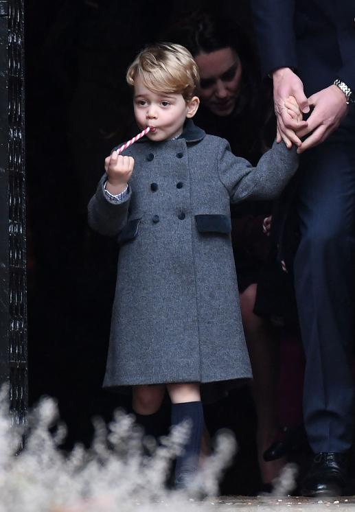Le prince George, sortant de la messe de Noël, le 25 décembre 2016.