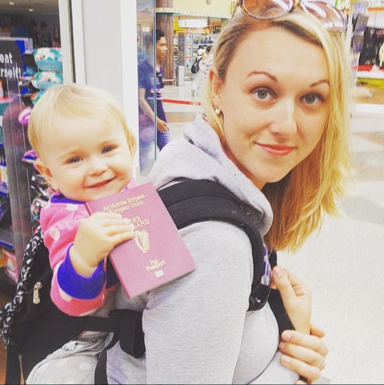 Karen Edwards partage des photos de sa fille Esmé, à qui elle a transmis la passion du voyage depuis sa naissance. (@travelmadmum)