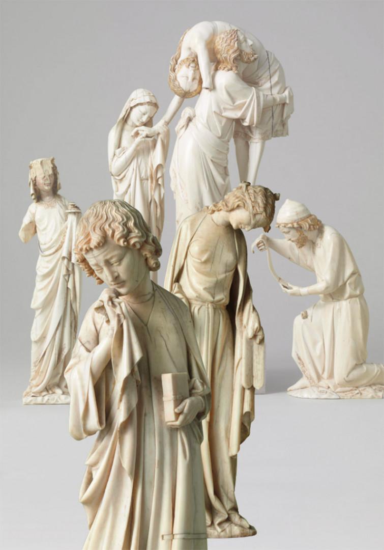 """En 2012, achat de l'une des deux statuettes en ivoire de la """"Descente de croix médiévale"""""""