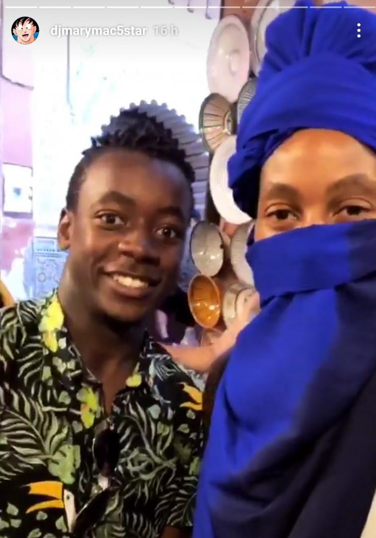 David très heureux de ses achats à la boutique Louis Vuitton de Marrakech