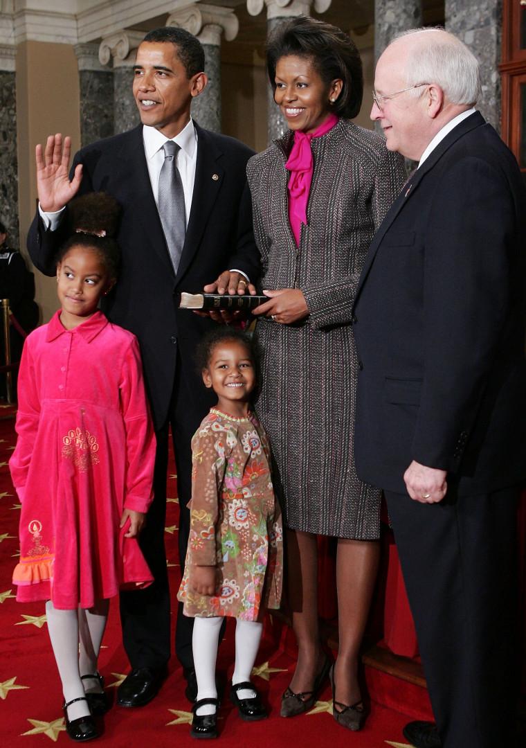 Avant d'avoir été les filles du président des États-Unis, Malia et Sasha Obama ont été celles d'un sénateur. En 2005, elles ont respectivement 7 ans et 4 ans.